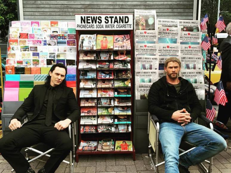 Tom Hiddleston and Chris Hemsworth taking some time out during filming. (Source: https://www.facebook.com/chrishemsworth/)
